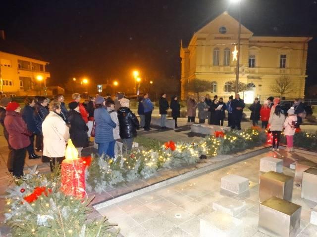 Upaljena druga adventska svijeća u Lipiku