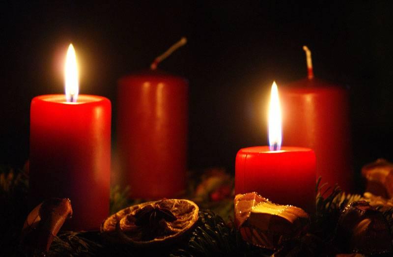 Došla je druga nedjelja došašća, a s njom i paljenje druge svijeće na adventskom vijencu