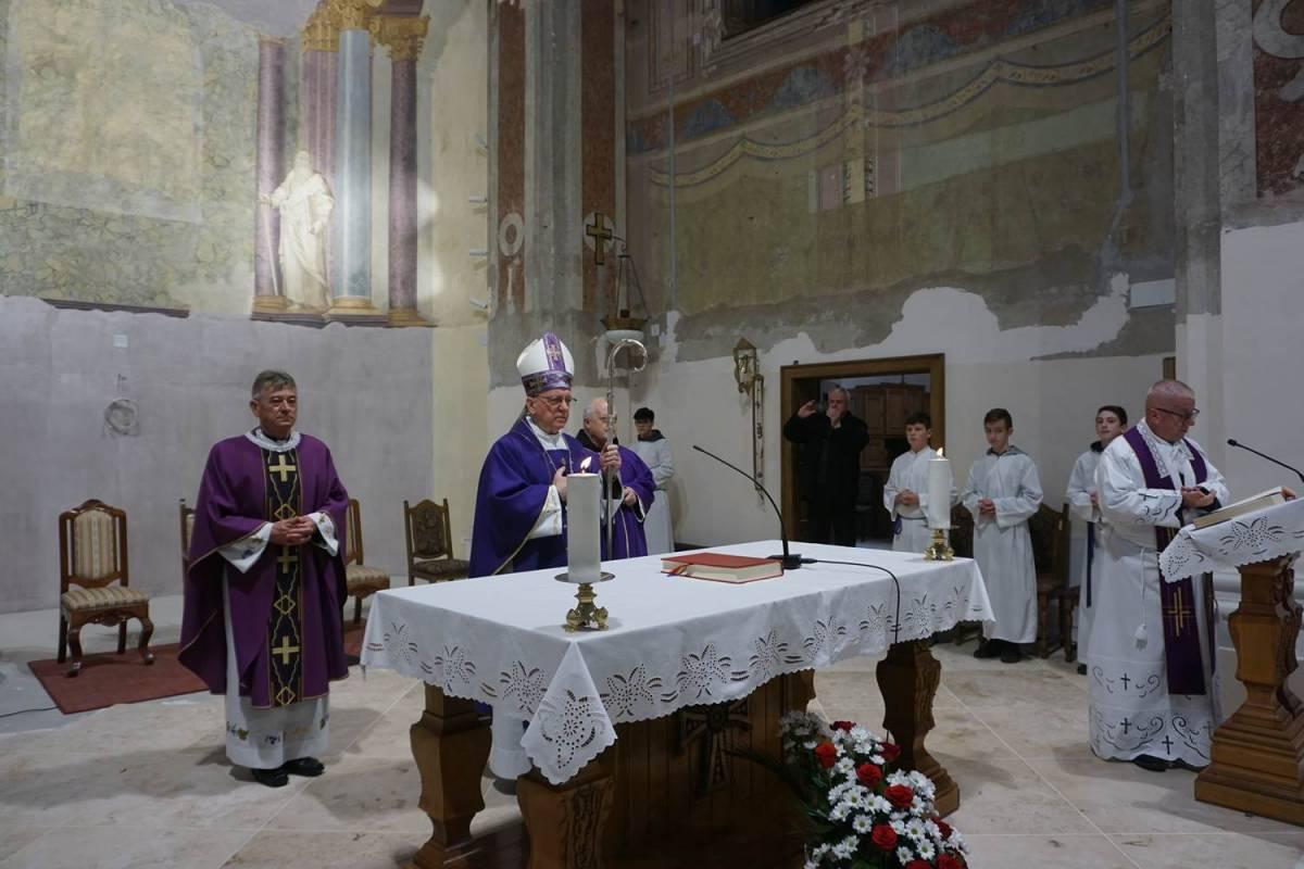 Biskup Antun Škvorčević pohodio je Župu Bezgrješnog začeća Blažene Djevice Marije u Novoj Gradiški