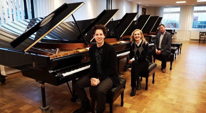 U hamburškoj tvornici klavira Steinway & Sons, Glazbena škola Požega odabrala dragulj koji će krasiti Koncertnu dvoranu