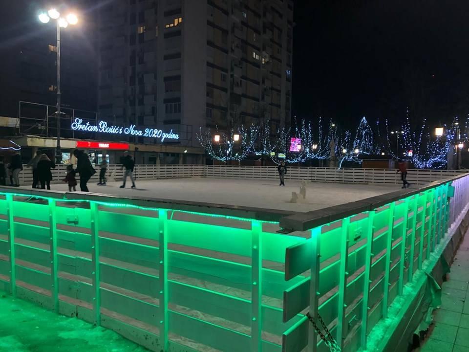 Klizalište u centru Slavonskog Broda otvoreno do kraja prvog mjeseca