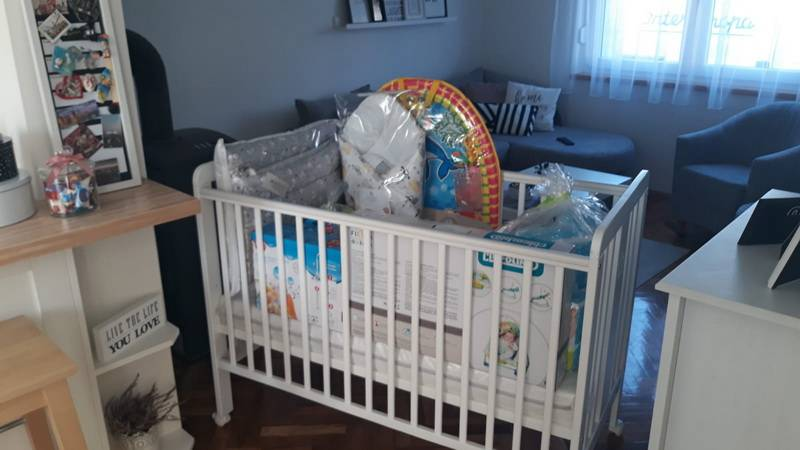 Osam obitelji dobilo vrijednu opremu za bebe