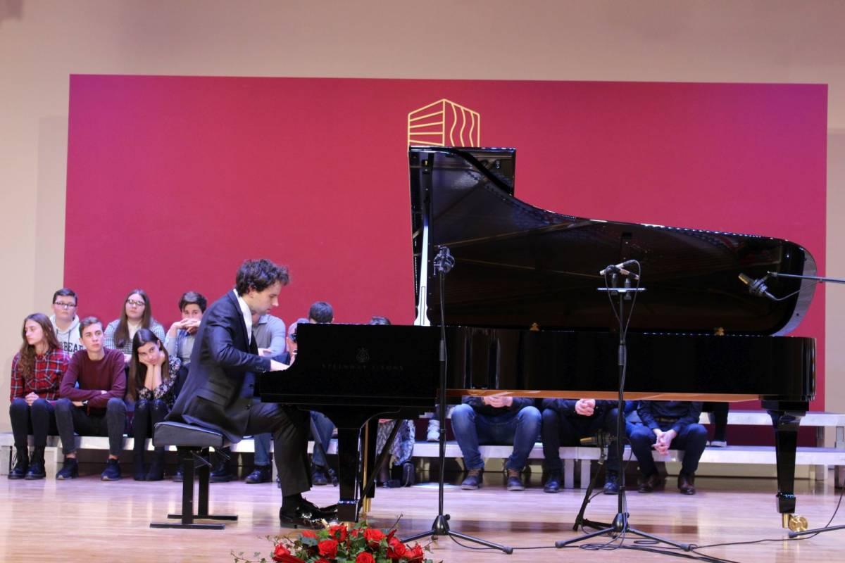 Koncert Aljoše Jurinića povodom inauguracije koncertnog klavira u Glazbenoj školi Požega 16.1.2020.