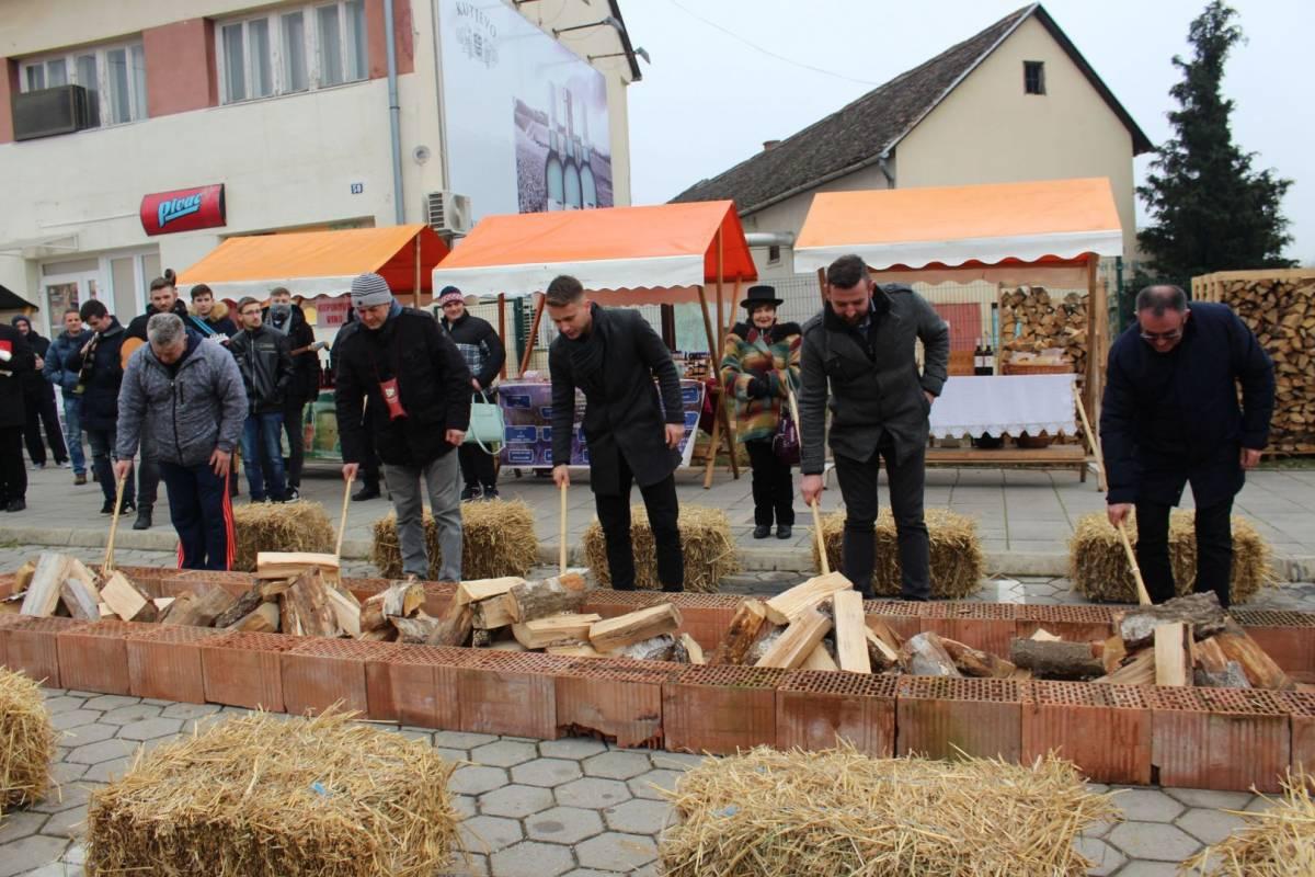 Na Trgu Graševine u Kutjevu održano Kutjevačko Vincelovo