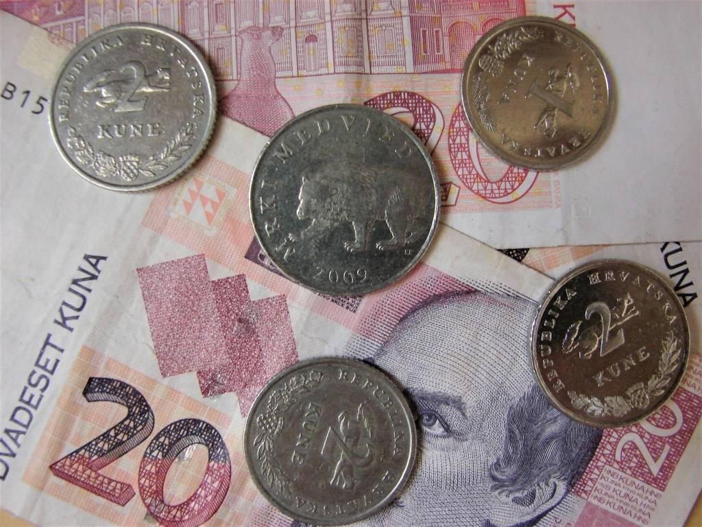 Na tečajnoj listi Hrvatske narodne banke,  kuna ojačala prema euru