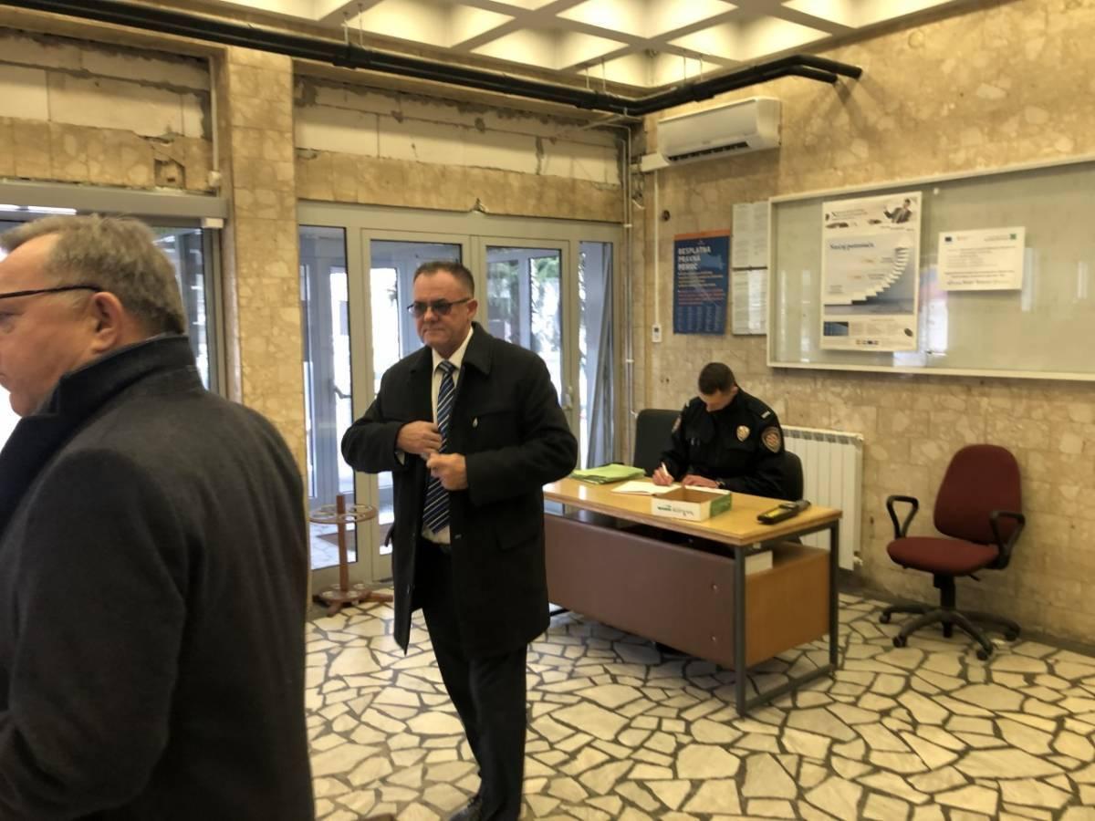 KRAJ CIRKUSA: Župan Tomašević proglašen krivim za mlaćenje supruge
