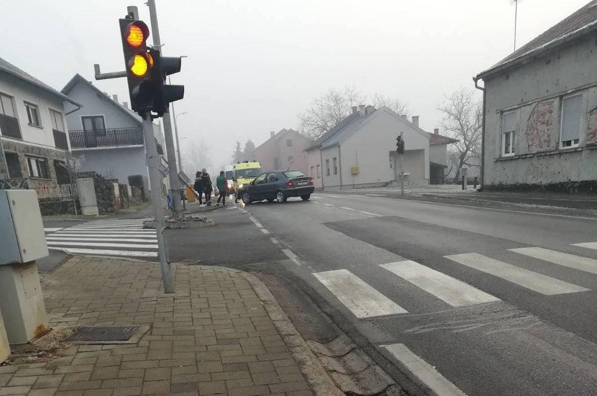 SRUŠIO PROMETNI ZNAK: Prometna nesreća jutros u Lipiku