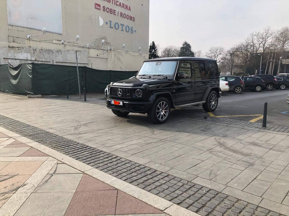 BISER DANA: Nije bilo mjesta pa on parkirao na Korzu