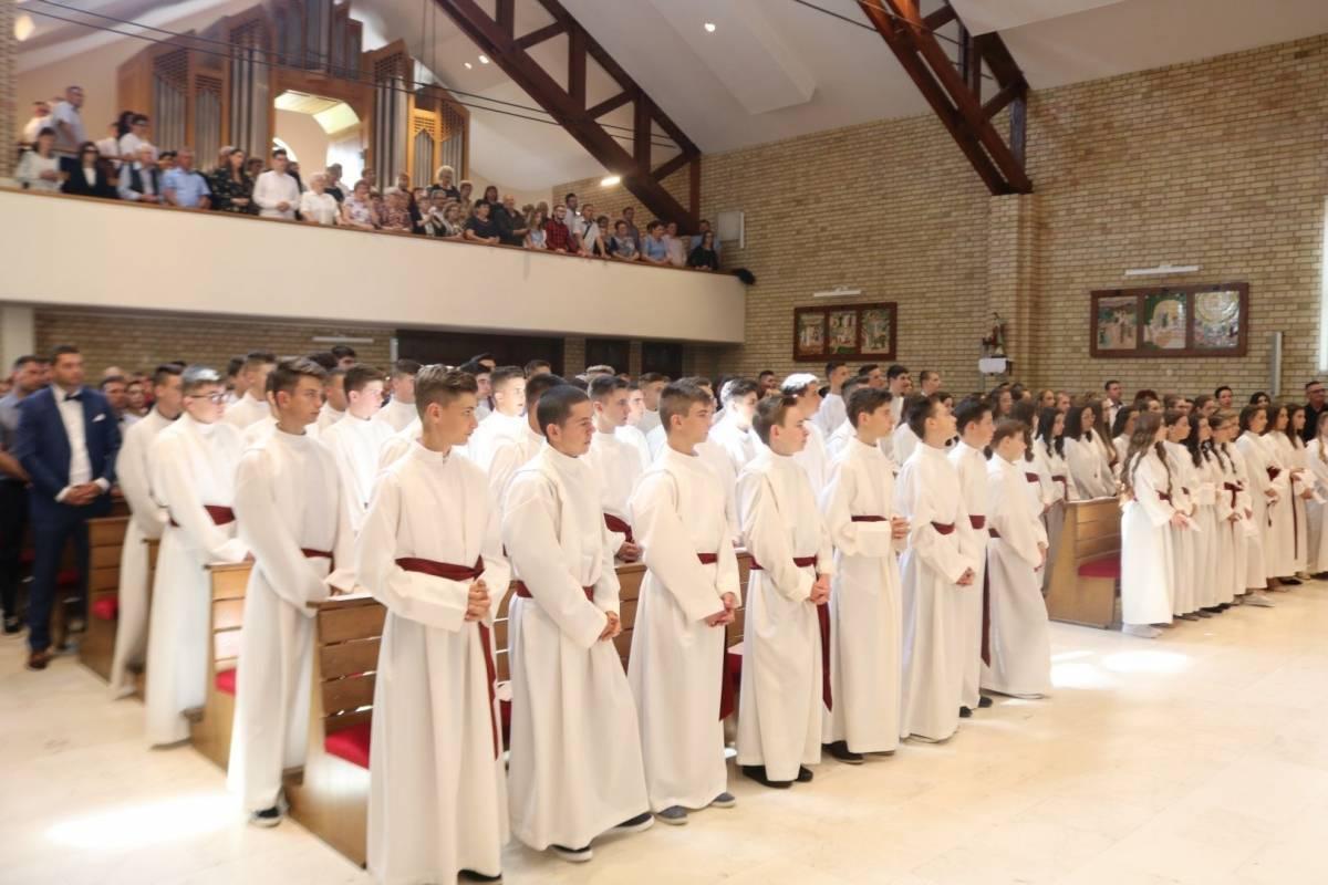 Pogledajte datume slavlja sakramenta Svete potvrde u župama diljem Požeške biskupije