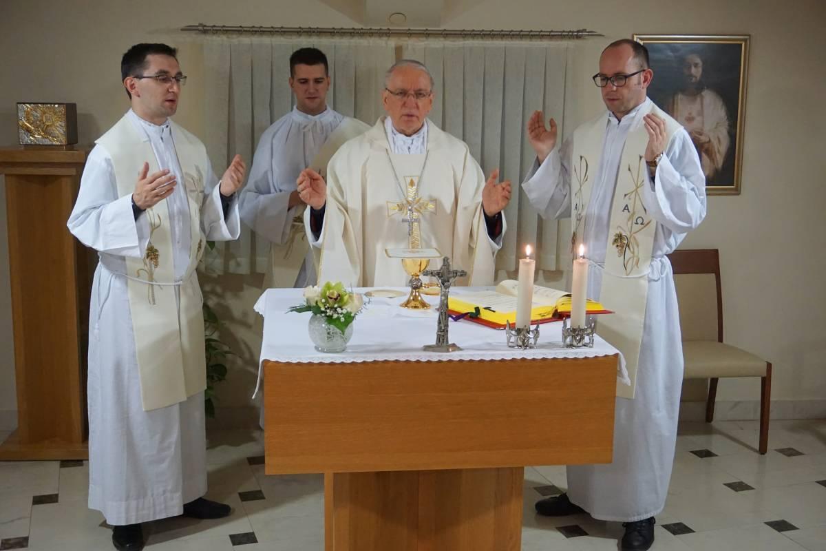 Biskup Škovrčević pohodio Kolegij  u Požegi