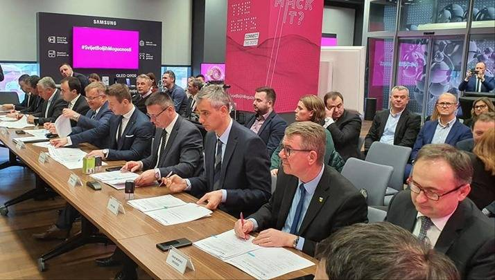 Županija potpisala 47 milijuna kuna vrijedan Sporazum za izgradnju mreže širokopojasnog interneta s Hrvatskim telekomom