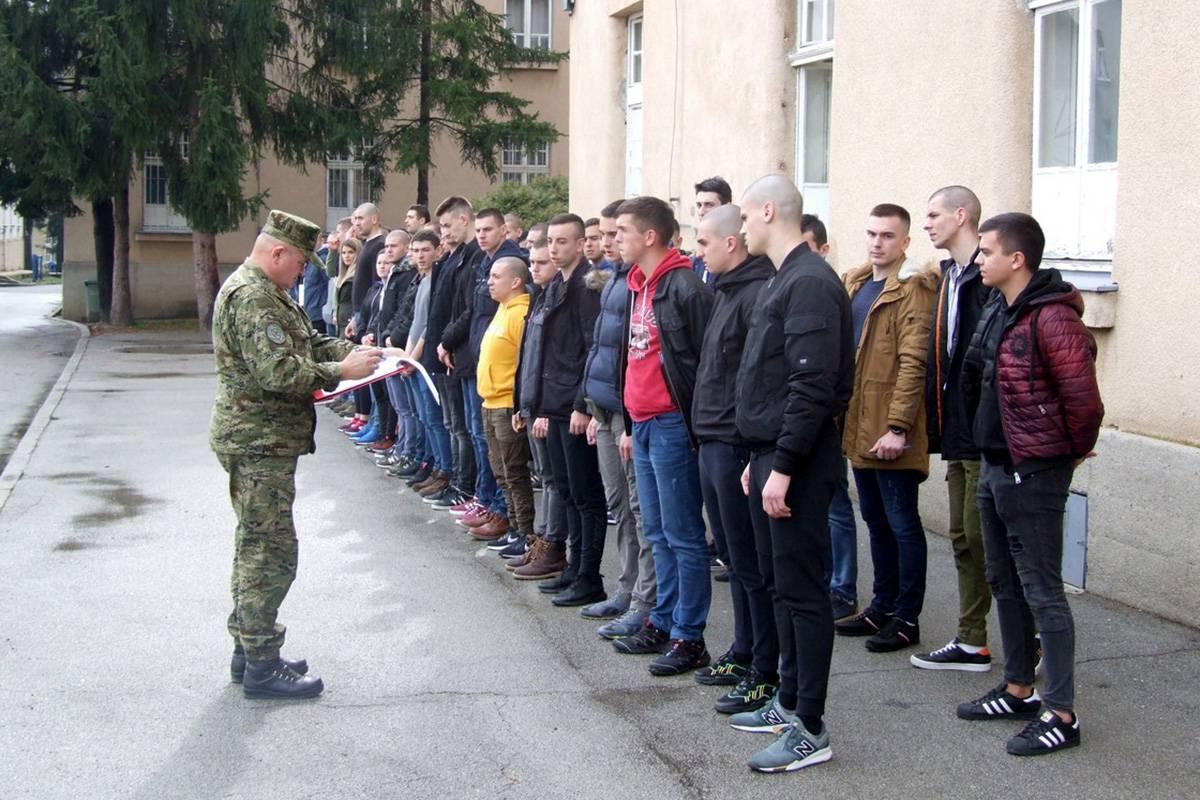 27. naraštaj ročnica i ročnika na dragovoljnom vojnom osposobljavanju u Požegi