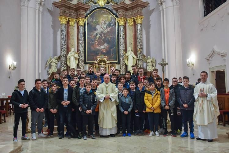 Nogometaši, animatori i ministranti na slavlju u požeškoj Katedrali