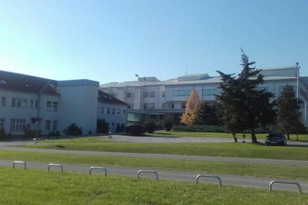 U požeškoj bolnici zabranjene posjete za SVE pacijente