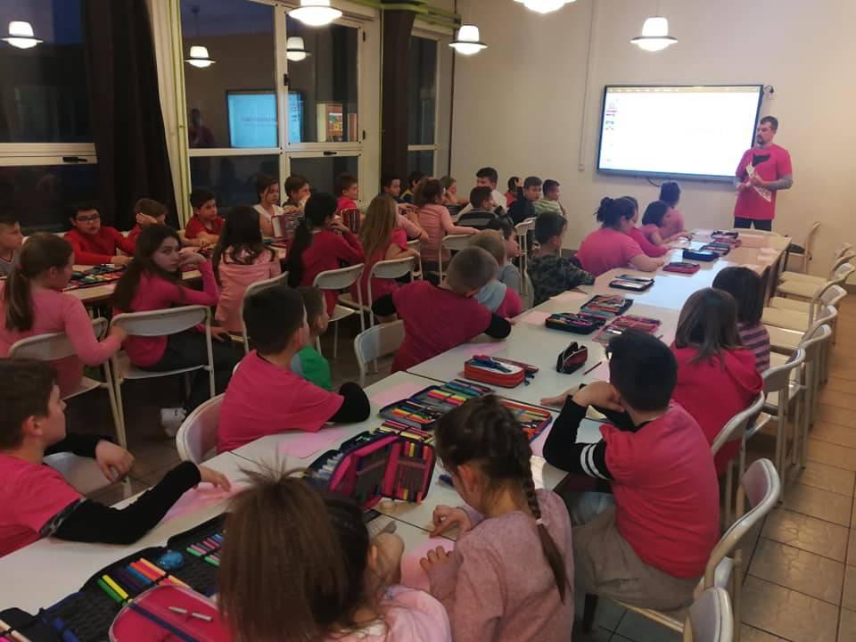 Učenici OŠ fra Kaje Adžić u Pleternici obilježili Dan ružičastih majica