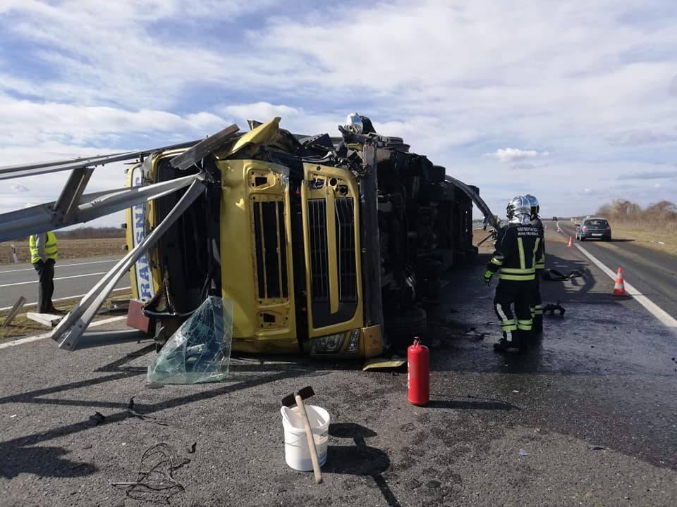 Pucanje pneumatike uzrokovalo prometnu nesreću na A3