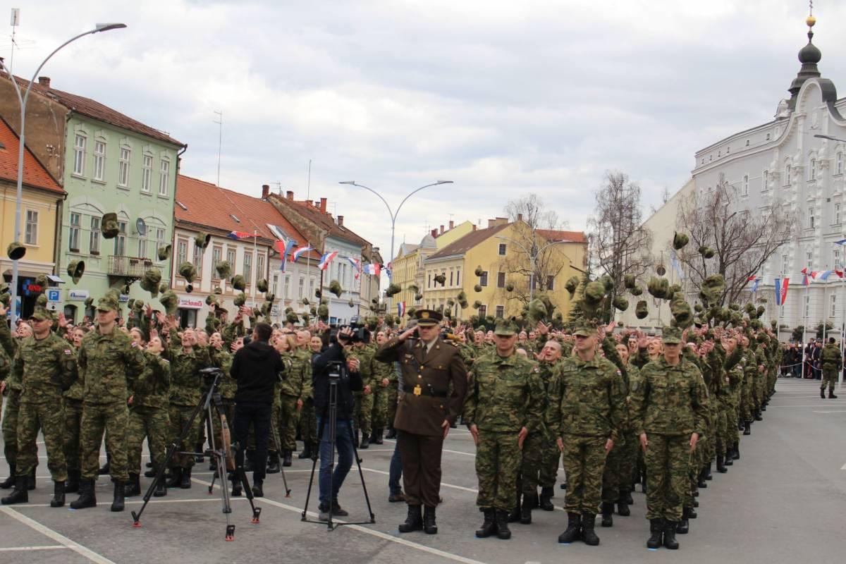 Održana svečana prisega 27. naraštaja ročnika na dragovoljnom vojnom osposobljavanju na Trgu Sv. Trojstva