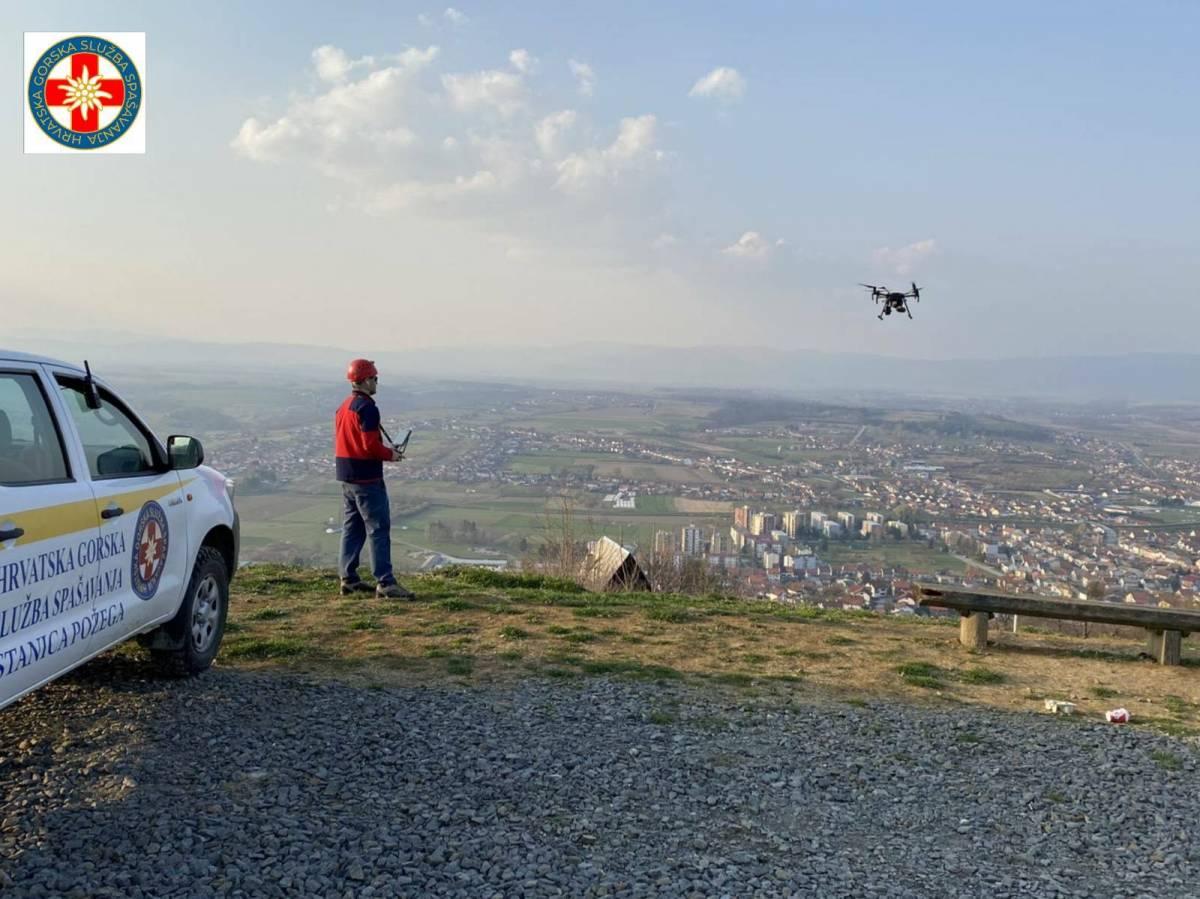 Požeški HGSS-ovci bespilotnim letjelicama provjeravali okupljaju li se ljudi na javnim površinama