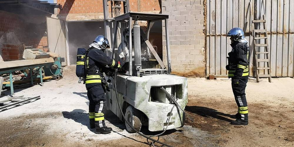 Danas prijepodne došlo je do požara, zapalio se viličar