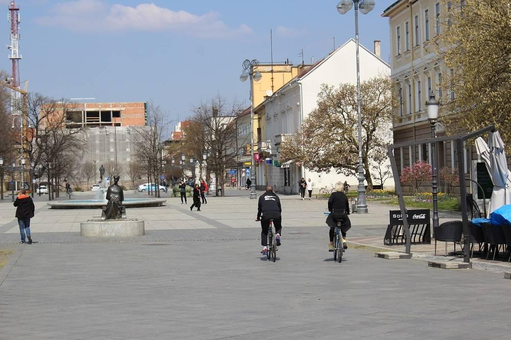 Sunčana subotnja šetnja Slavonskim Brodom u vrijeme koronavirusa 4.4.2020.