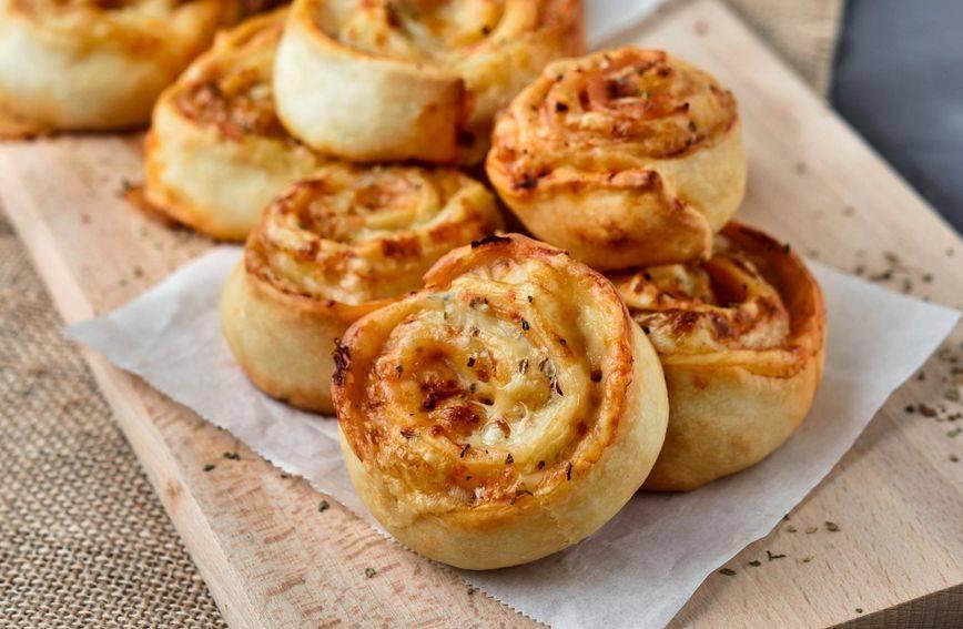Slasni pužići sa sirom i šunkom za koje vam ne treba ni miligram kvasca