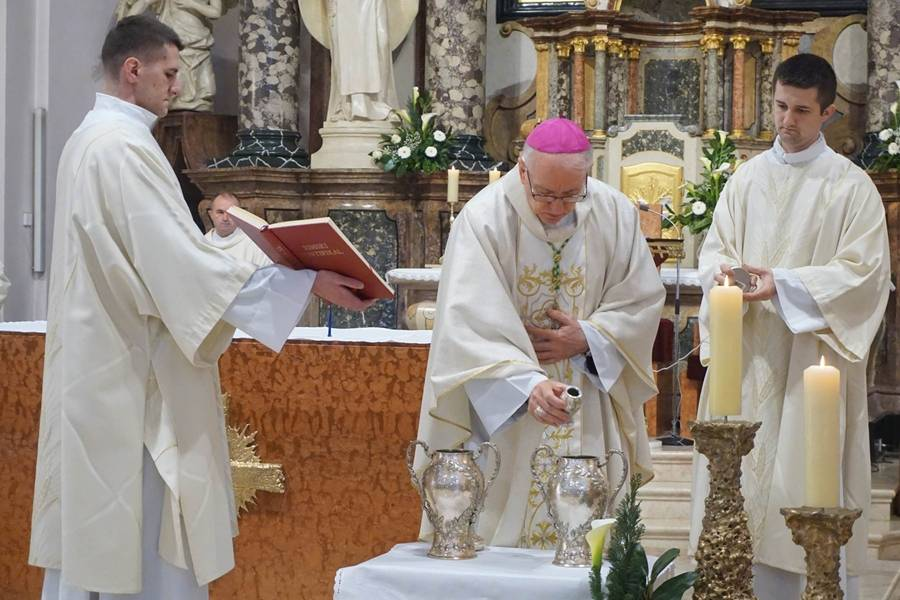 Održana misa posvete ulja u požeškoj Katedrali, koja se prenosila online