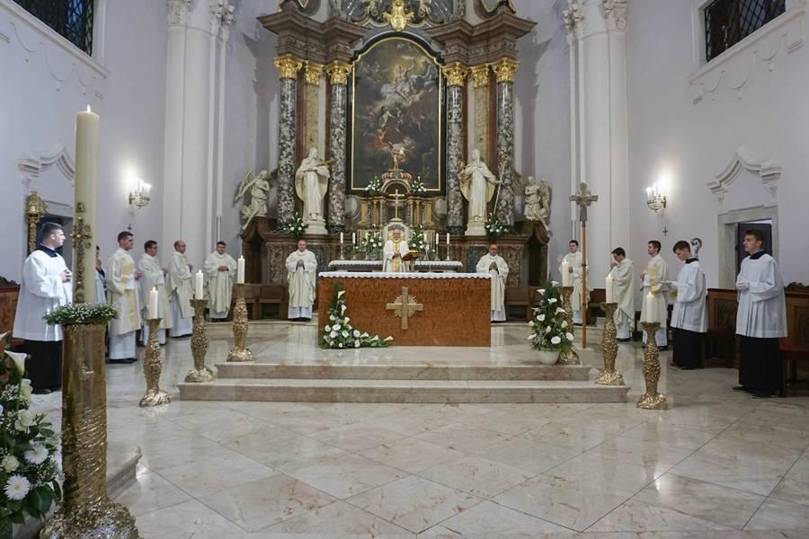 Uskrs u u požeškoj Katedrali: Antun Škvorčević predvodio svečano euharistijsko slavlje