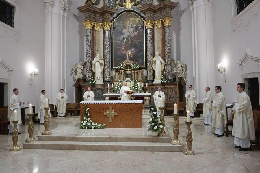 Uskrsni ponedjeljak u požeškoj Katedrali