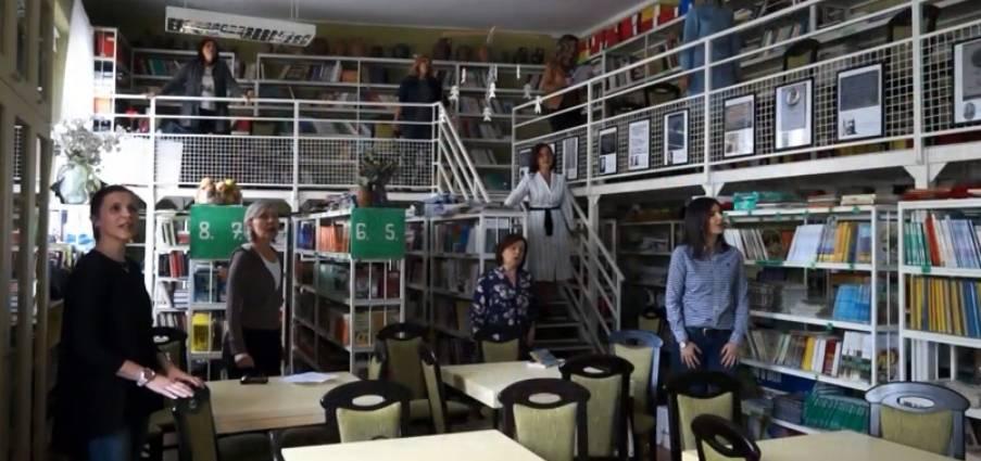 Učiteljice OŠ Antuna Kanižlića pjevaju učenicima