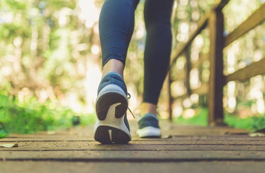Hodanje i mršavljenje: Tjedni plan za gubitak kilograma koji je lako slijediti