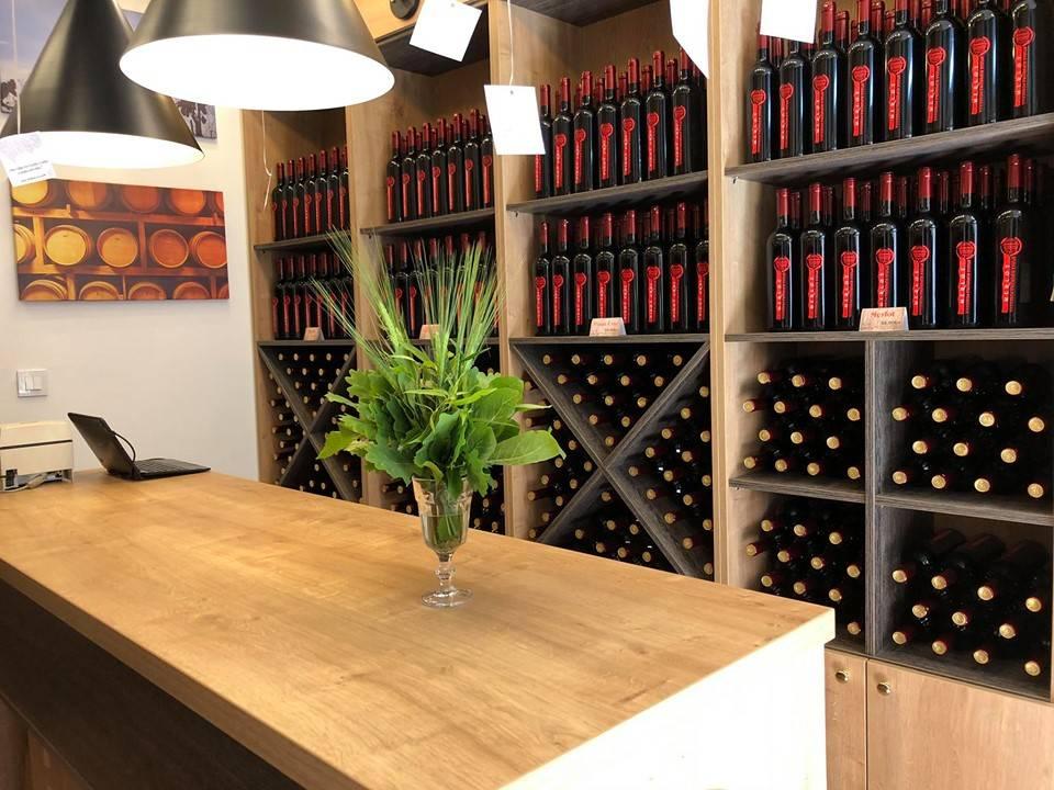 Požeško Veleučilište u centru grada otvorilo prodavaonicu vina