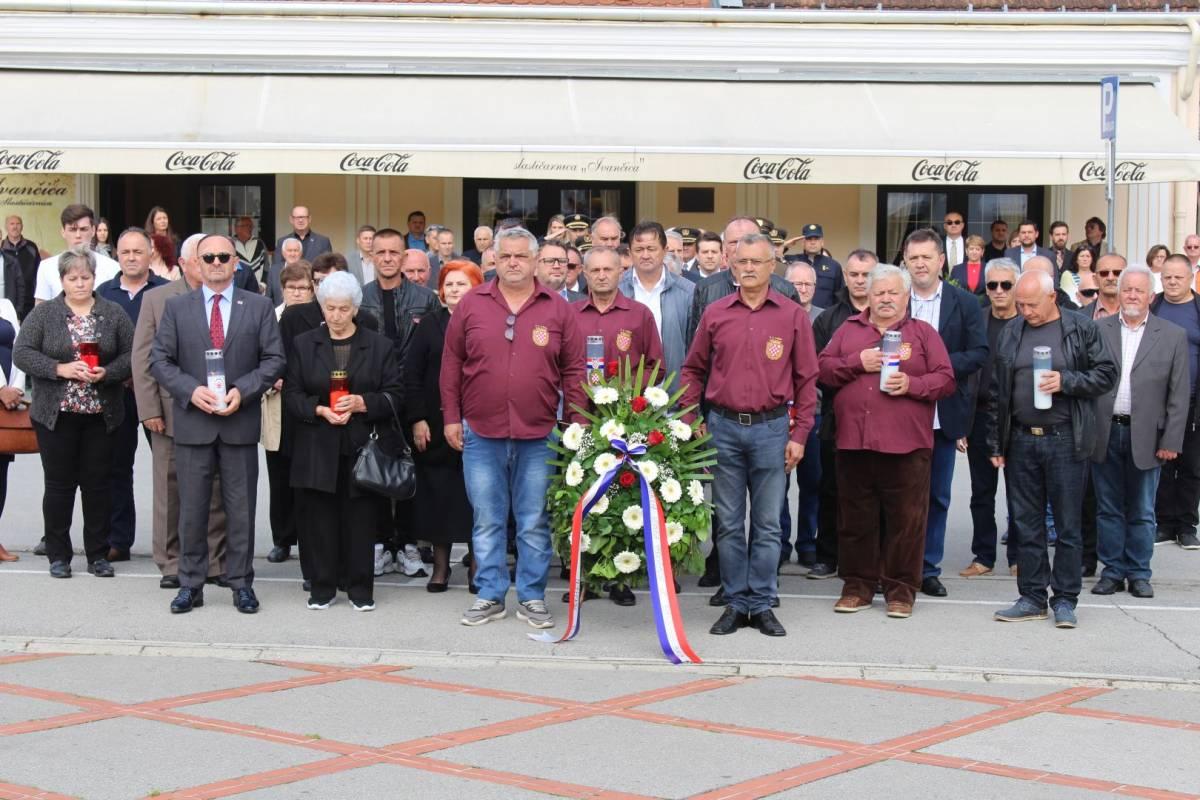 U povodu Dana državnosti RH svečano položeni vijenci na Trgu 123. brigade u Požegi
