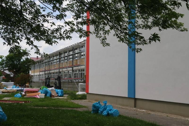 """Radovi na energetskoj obnovi Osnovne škole """"Vladimir Nazor"""" teku prema planu"""