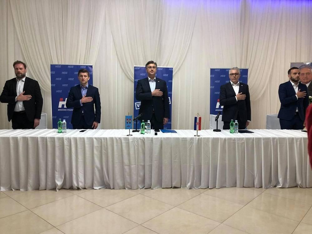 Predsjednik Vlade RH i HDZ-a Andrej Plenković nazočio je danas na sjednici ŽO HDZ-a u Slavonskom Brodu