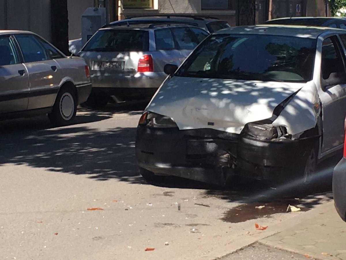 Tri prometne nesreće s materijalnom štetom, dva počinitelja pobjegla i policija za njima traga