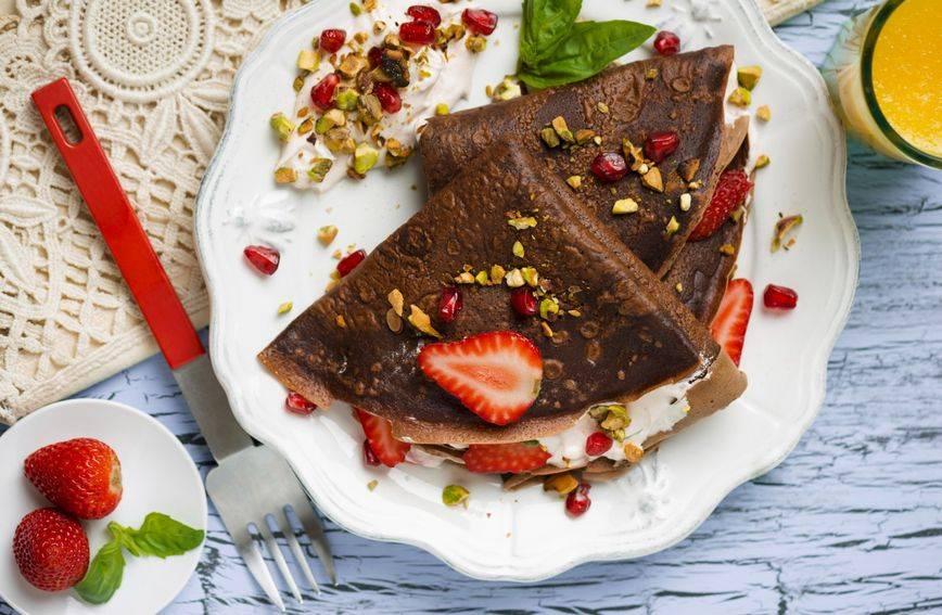 Recept za čokoladne palačinke punjene nadjevom od jagoda