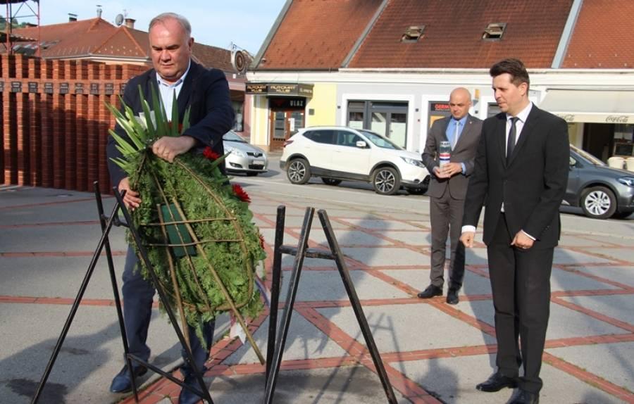 Gradonačelnik Darko Puljašić sa zamjenicima položio vijenac povodom Spomen dana - Dana neovisnosti RH