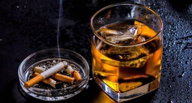 Alkoholizirani bacali boce u ugostiteljskom objektu