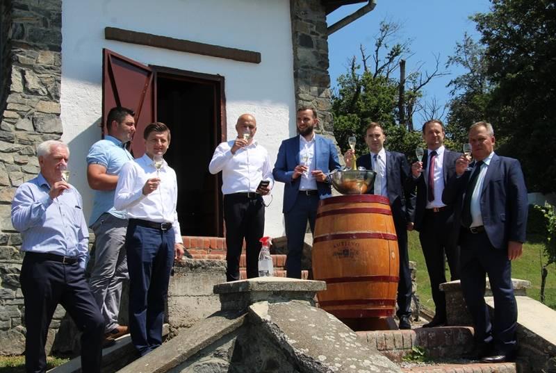 Kandidati HDZ-a 5. Izborne jedinice na čelu s ministrima Marić i Aladrović posjetili Kutjevo d.d.