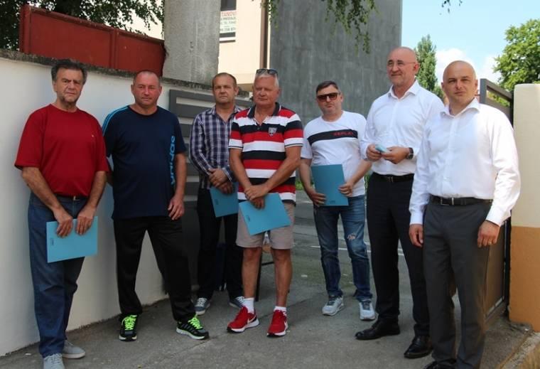 Gradonačelnik Darko Puljašić uručio ugovore za građevinska zemljišta ratnim vojnim invalidima Domovinskog rata