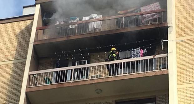 Jutros na četvrtom katu stambene zgrade u Slavonskom Brodu izbio požar