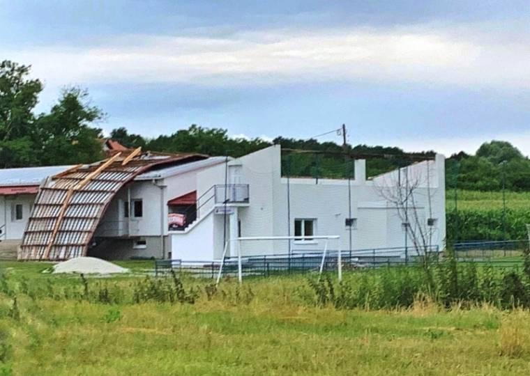 Društveni dom u Golobrdcima ostao bez krova u sinoćnjem nevremenu
