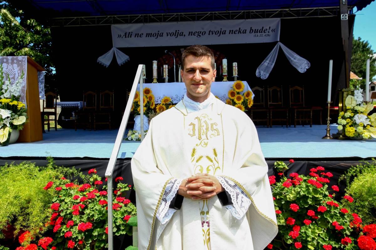 Mlada misa Mateja Silukovića u Stražemanu