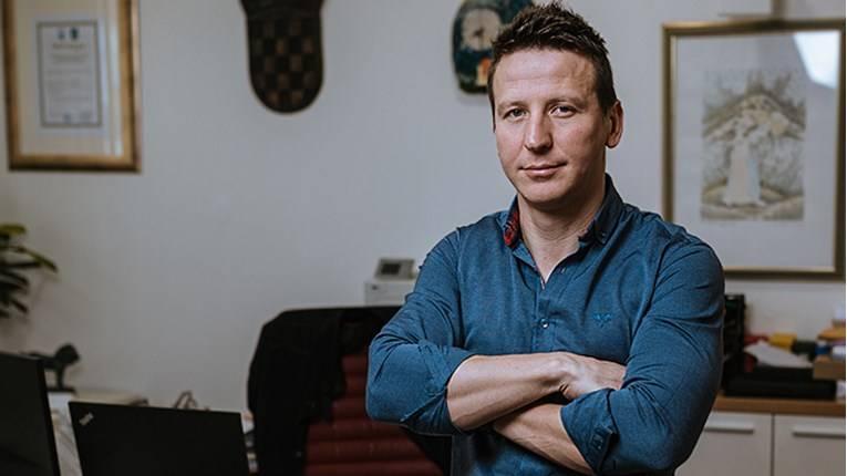 Dario Zurovec je zastupnik kakvog još nismo imali- U svom gradu je prodao službene aute, ukinuo plaćanje prireza