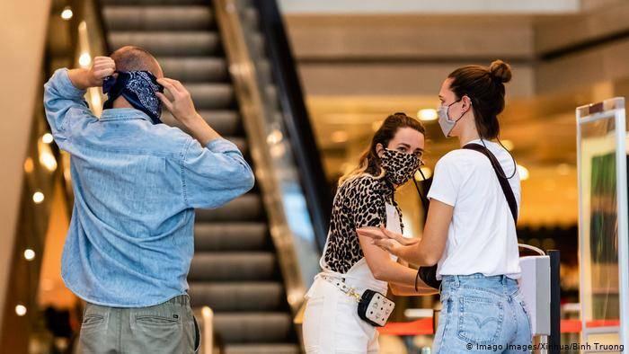 Od idućeg će tjedna nošenje maski u trgovinama biti obavezno, u kafićima ne
