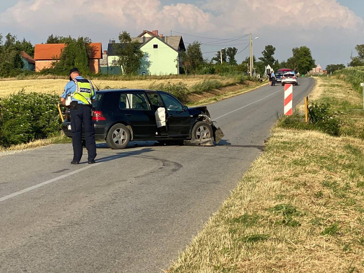 Teža prometna nesreća kod Velike između traktora i automobila, dvije osobe prevezene u OŽB Požega