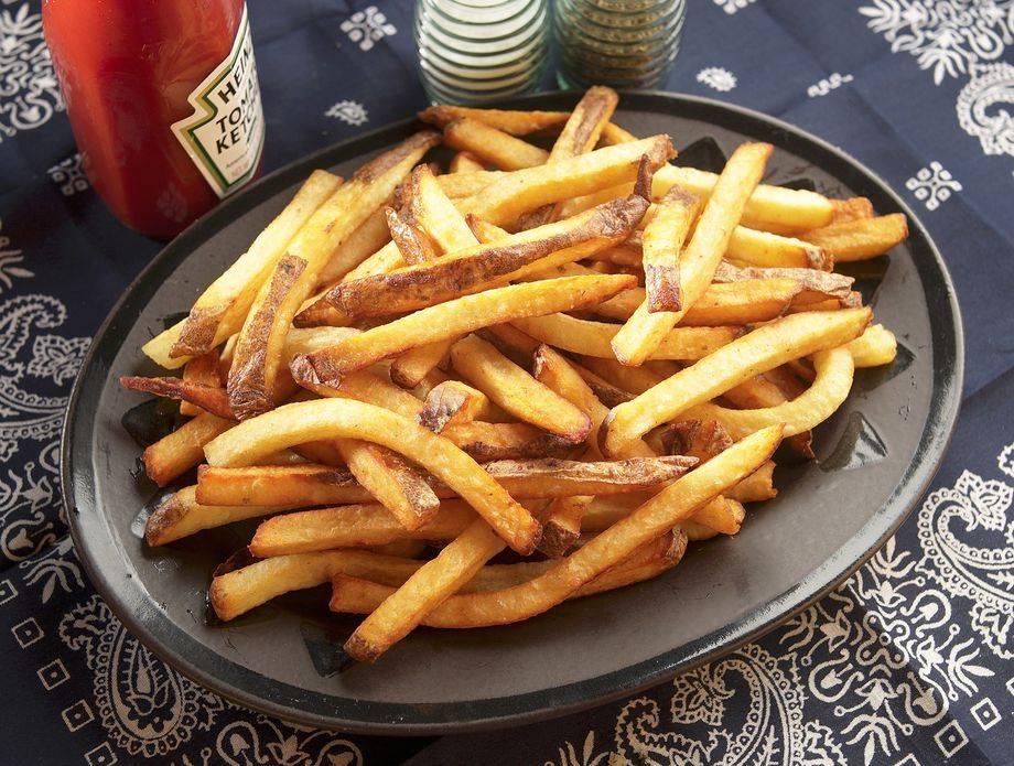 Sedam zakona za pečenje hrskavih, a sočnih zamrznutih krumpirića