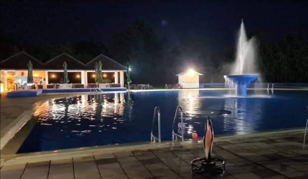 Dođite na odličan provod na osvježavajućim lipičkim bazenima uz noćno kupanje