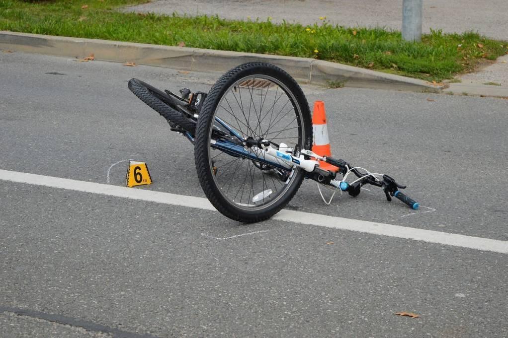 U Požegi osobni automobil naletio na biciklsta koji je prevezen u OŽB