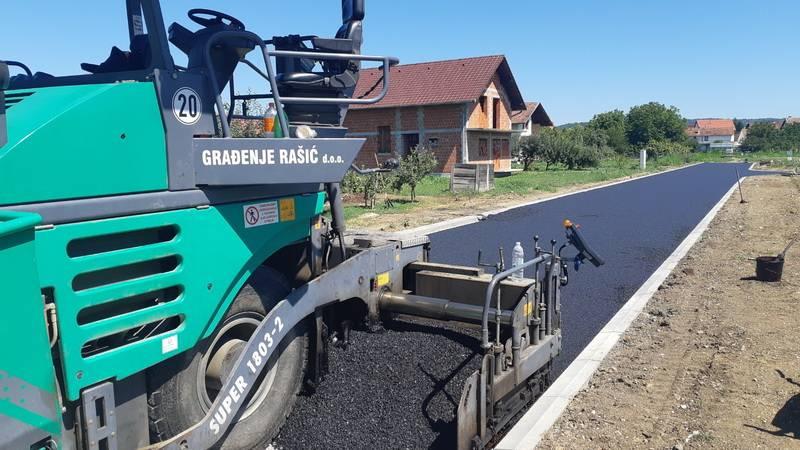 Asfaltiran kolnik u Ulici Joze Martinovića